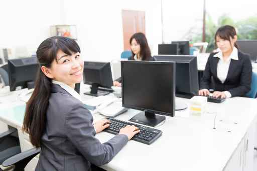 asian businesswomen working in the office