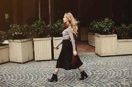 Street fashion concept: portrait of young beautiful woman walkin