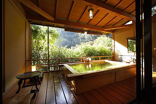 強羅花扇の客室露天風呂